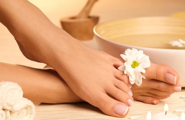 Wellness Fußbehandlung inkl. Lack - 55 Min.